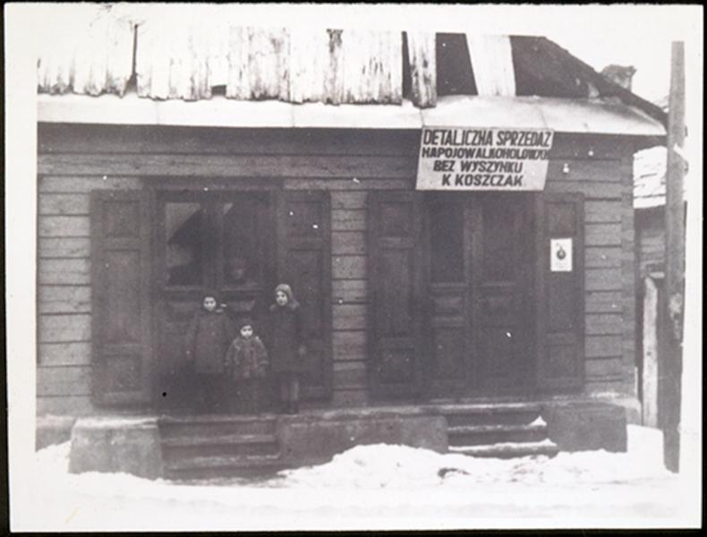 Koszczak alkoholio parduotuvė. 1941 m.