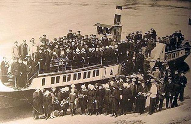 """Garlaivis """"VILNIUS"""" Alytuje 1923 metais"""