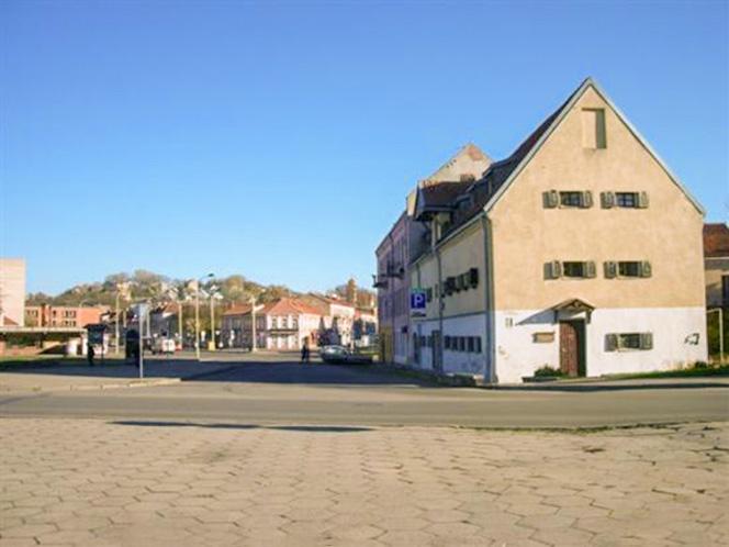Buvusios Pilies (seniūno) jurizdikos teritorija, dabar - A. Jakšto ir Jonavos g. kampas.