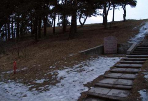 Paminklas, vedantis į žydų kapinaites, pastatytas po kapinaičių pertvarkymo